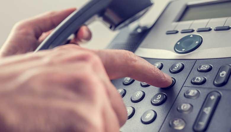 reservation-par-telephone-claire-simple-rapide-avec-allo-les-ambulances-78-95-93-92-75